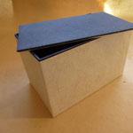 Schachteln aus dem Blattwerk