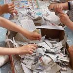 Aus tausend Zeitungsschnipseln...