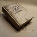 Neue Buchdecke, altes Buchcover wieder gerade und gerichtet