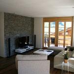 Wohnbereich mit moderner Home-Entertainment Anlage