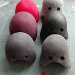 Rouge, marron, gris clair , gris anthracite, noir satin