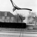 sculpture en bois sur tiges acier - H. 2,50 m - Unesco Paris