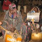 Hunters with the kamalen-ngoni