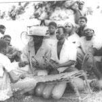Les Diabate-musiciens vers 1980. Le jeune garçon au milieu est moi