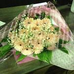 ガーベラの花束4,500円税別。