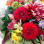 色とりどりで受賞式の花束。10,000円税別