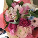 送別会のブーケ。3500円税別の花束。