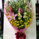 写真映えのみに重点を置いた花束5000円税別。