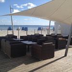 Beach Lounge Atmosphäre direkt am Meer