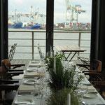 Dinner mit Blick auf die Elbe