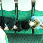 いざ熊本へ向かいます 早朝出発なのでバスで爆睡中