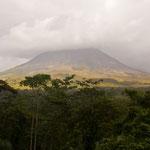 Blicka auf den Volcano Arenal by Volker Abt