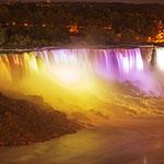 Niagara Falls bei Nacht