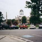 Der Town Square von Monticello mit Gerichtsgebäude