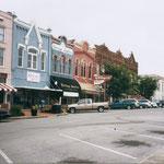 Schöne Häuserfassade am Platz von Shelbyville