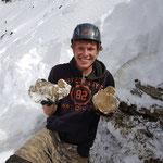 Hannes mit frisch gefundenen Bergkristallen - Schweiz