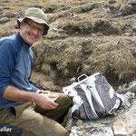 Richi packt die Hämatitquarz ein - Vals Graubünden Schweiz
