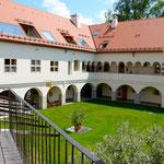 Whg 4: Blick vom Balkon in den Innenhof