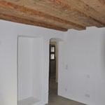 Schlafzimmer mit Altholzdecke