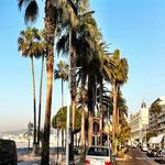 Cannes, die Croisette mit Blick auf das Hotel Carlton