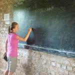Simone bereitet den Unterricht vor