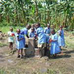 die einzige Wasserstelle für 750 Kinder und die Lehrer