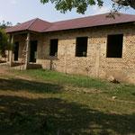 Mehrzweckhalle mit Eingang