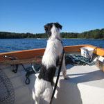 Boot fahren ist cool und auf meinem Boot bin ich der Kapitän!