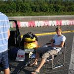 Nils an der Autobahnraststätte