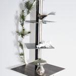 Weihnachtsbaum_Edelstahl mit Betonplatte als Standfuss