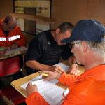 Zehn Minuten Zeit und eine Menge von Fragen rund um die Feuerwehr und ihre Technik. Die Lindtorfer kamen nicht ins Schwitzen und absolvierten den Test souverän.