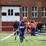 Auch Mädchen sind aus dem Feuerwehrdienst nicht mehr wegzudenken. Ohne sie würden die Jungs manchmal verloren dastehen.
