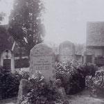 Das ist das Grab von Robert Bräuer auf dem Friedhof von Großbardau.