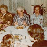 Milda Neitsch feiert ihren 80. Geburtstag in Leipzig-Connewitz, Meusdorfer Straße 25, 1983.