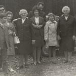 Ganz rechts: Anna und Walter Herrmann.
