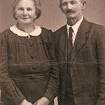 Rosa Bertha Vetter heiratete 1945 in Alt Ehrenberg Robert Henke. Beide flohen nach Dessau und lebten dort bis zu ihrem Tod.