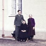 Mathilde Neinaß mit ihrer Tochter Anna Neinaß und Ihrem Enkel Ernst Neinaß.