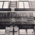 Das Firmenschild in der Meusdorfer Straße.