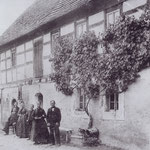 Dieselbe Aufnahme, nun noch mehr vom Hof, ca. 1884. (heute Am Brühl 15 in Großbardau)