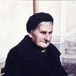 Das Bild zeigt Mathilde Neinaß, geborene Schwichtenberg. Sie verstarb in einem Altersheim 1959 in Röbel.