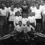 Ganz vorne rechts: Karl Kurt Neitsch mit dem Turnverein Dorna, ca. 1910.