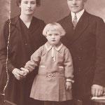 Walter Carl Herrmann mit Ehefrau Anna Herrmann, geb. Kaupat, und Tochter Anni 1928.