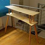 Steh-Schreibtisch: Ahorn und Lärche geölt. Foto: VN Jaeger, Titel: o. T., 2015 ❘ © VN Jaeger 2015