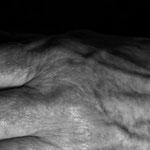 """Beispiel Ulla Nentwig 2015 """"und schon ist es Abend"""" Bodeninstallation zum Thema Veränderung/Alter, 400 Fotos je 50x50cm unter Acryl"""