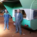 La caravane billetterie de Gérard, Christian et Jacques