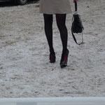 Des talons hauts dans la neige