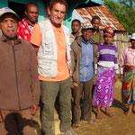 Avec les gens du village