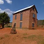 Type de maison en pisé ou briques que l'on trouve au sud de Tananarive
