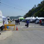 Tentes sur le port de l' ile de Jindo. Lieu d'attente des familles des disparus dans l'accident du ferry
