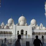Mosquée d'Abou Dabi. Elle vaut le détour de plusieurs centaines de km pour le visiteur aux Emirats